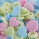 Assortiment 30 boutons pression coeur color snaps - Bleu, rose & jaune